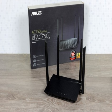AC750 Wi-Fi Router with four high-performance antennas